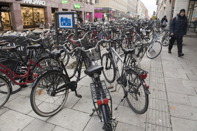 Eight essential rules and tips for cycling in Sweden