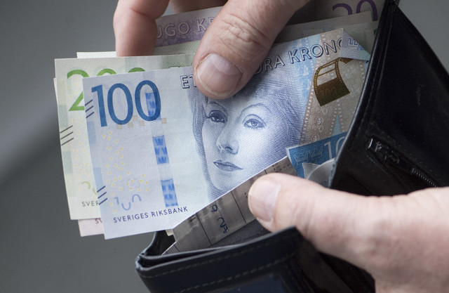 Most Swedes don't want country to go cash free: poll
