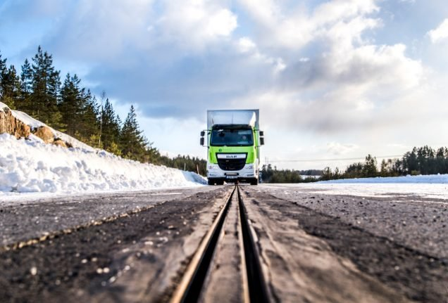 What's the environmental impact of Sweden's new electric road?