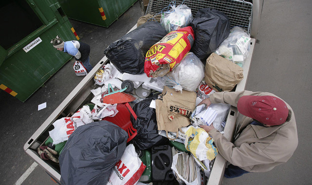Swedes threw away almost half a tonne of trash per person in 2017
