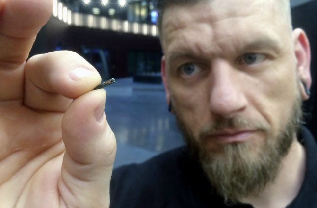 Microchips get under the skin of technophile Swedes