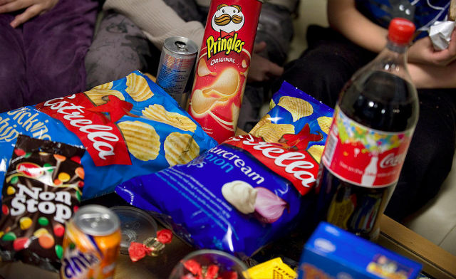 Young Swedes eating too much junk food: study