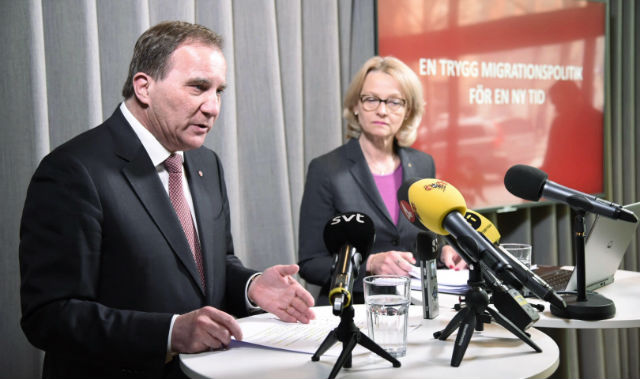 Swedish Social Democrats want to halve refugee numbers