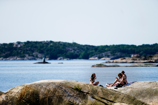 Swedes bask in sunshine on hottest day of the year