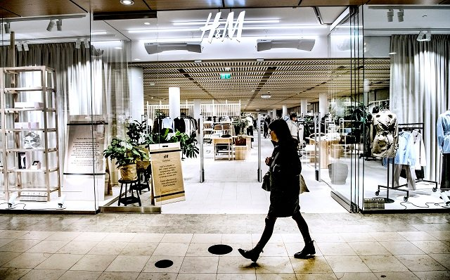 H&M profits pulled down by stock mishaps and falling prices