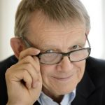 Bill Gates gives Rosling book to all US college grads