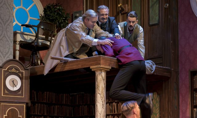 Actor falls for real in Malmö version of The Play That Goes Wrong