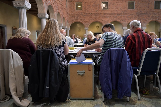 Sweden's final election result delayed by two days
