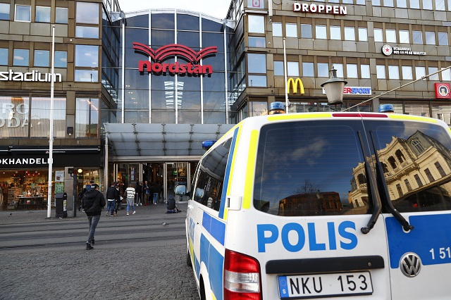 Man stabs one and threatens shoppers with knife in Gothenburg