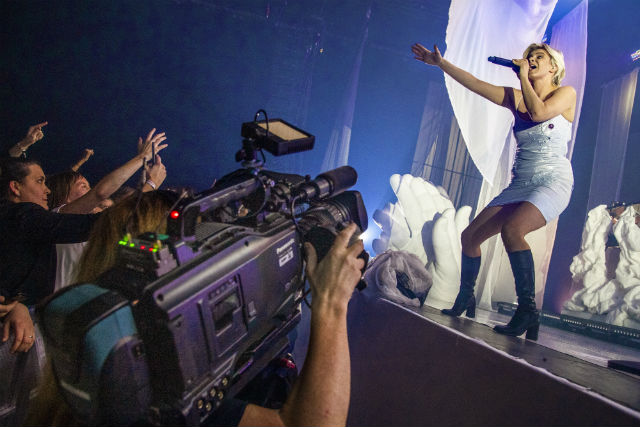 Robyn delights fans with secret gig