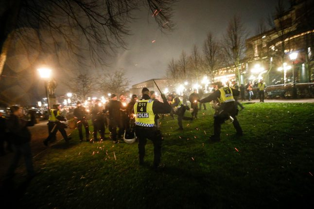 Clashes break out in Stockholm at right-wing event