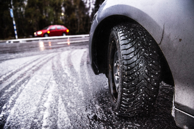 Drivers urged to take extra care on icy Swedish roads today