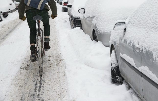 Here's how to safely cycle through the Swedish winter