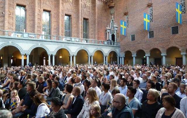 How many people became Swedish citizens last year?