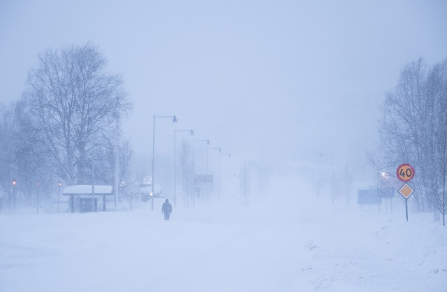 Heavy snow causes transport problems across Sweden