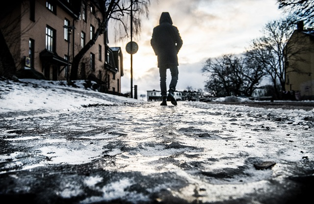Strong winds and slippery conditions across large parts of Sweden