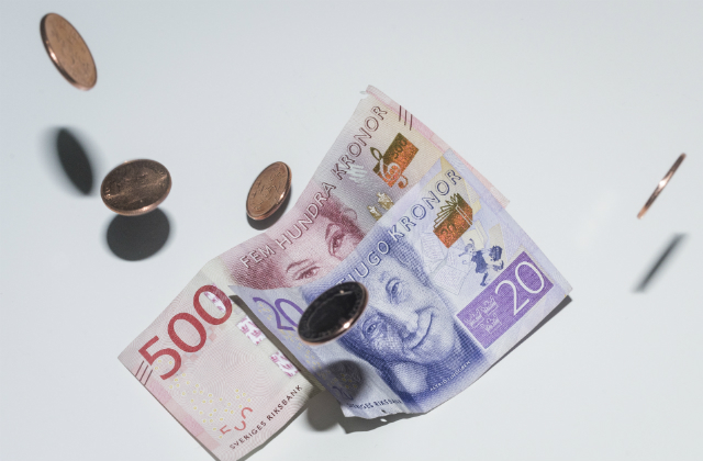 Swedish krona tumbles to worst levels against dollar in 16 years