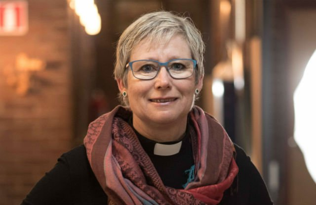 Swedish priest sacked for protesting woman bishop