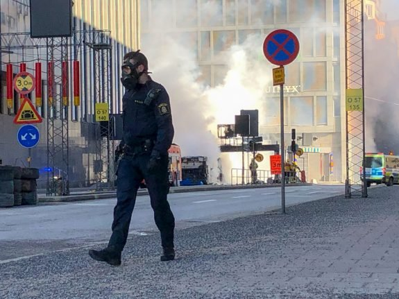 Bus fire sends heavy smoke over central Stockholm