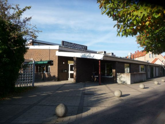 Call for Swedish swimming pool to bring back cash payments