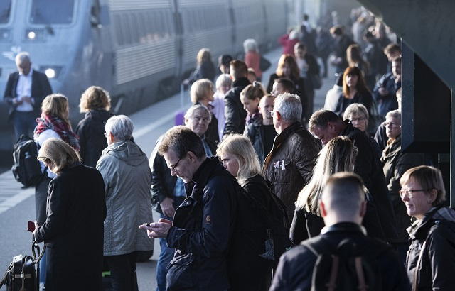 What are my rights if my train journey is delayed in Sweden?