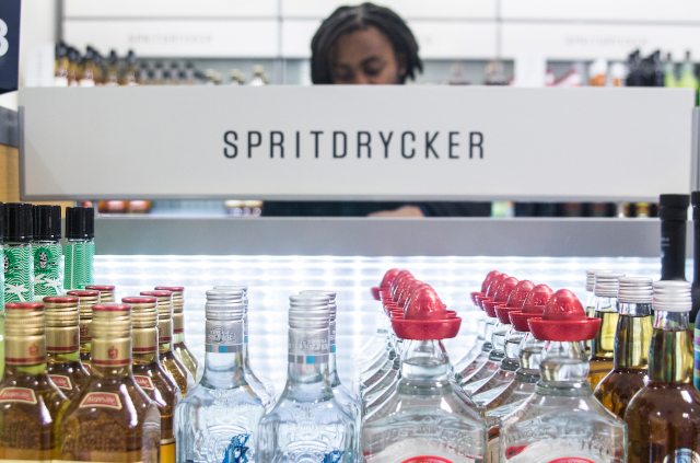 Should Sweden's alcohol store Systembolaget stay open on Sundays?