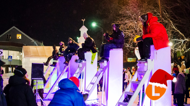 #AdventCalendar: The Swedish town where people sit on ice poles for 51 hours