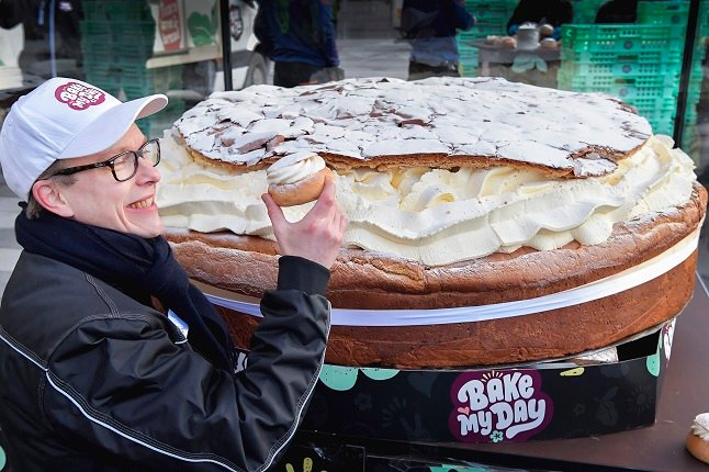 In Pictures: Swedes bake the world's largest ever semla bun