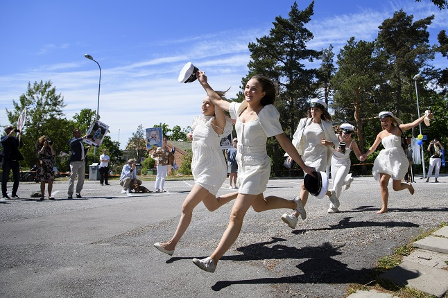In Pictures: How Sweden's high schoolers are celebrating graduation in times of corona