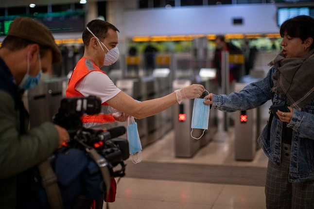 Swedish public transport operator to give out free face masks