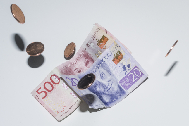 How many businesses received corona cash support in Sweden?