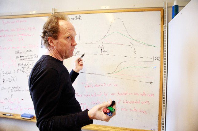 Maths expert warns of 1,000 more Covid deaths if Sweden drops restrictions