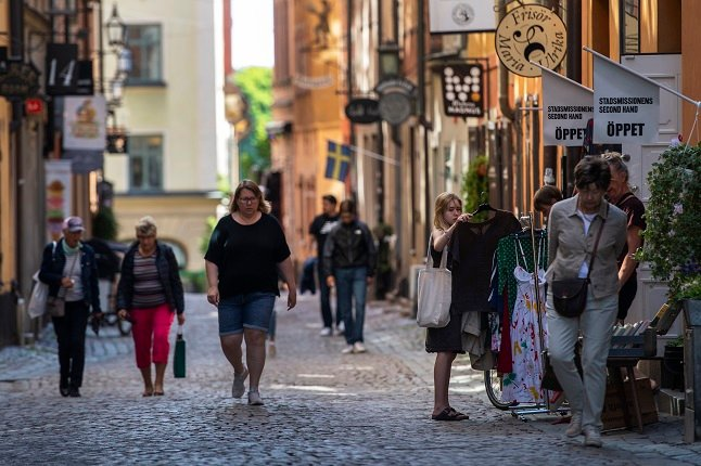 Swedish health authorities propose local limits on visitor numbers in shops and on public transport