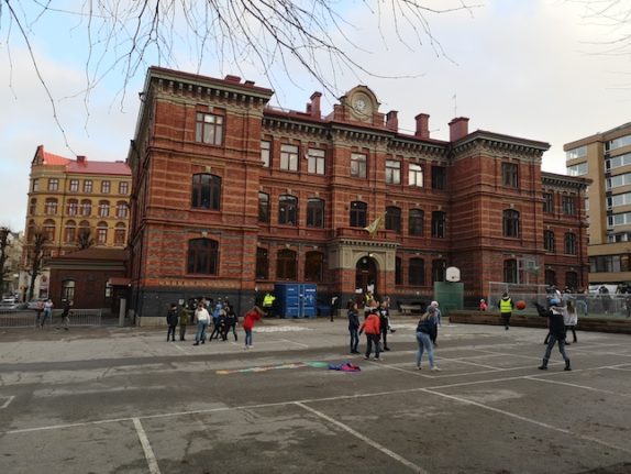 How does a Swedish school deal with the pandemic?