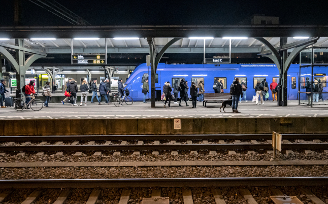 IN STATS: How many trains ran on time in Sweden in 2020