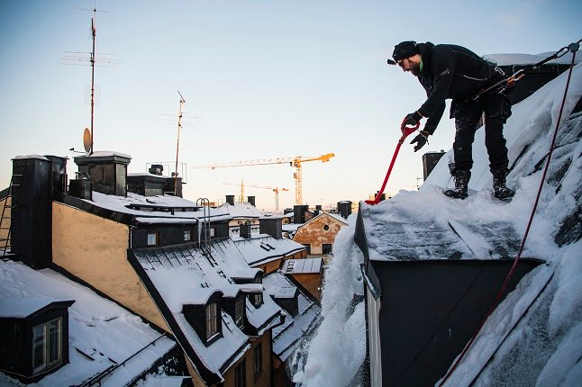 VIDEO: Meet the rooftop snow clearers keeping Stockholm safe