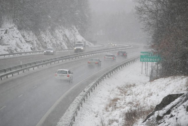 Spate of accidents as snow blankets western and southern Sweden