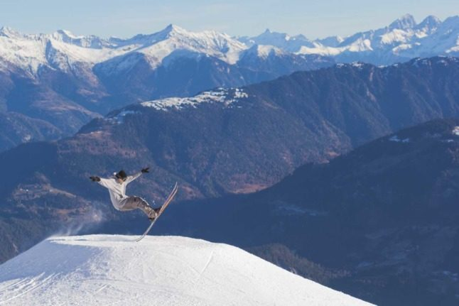 UPDATED: What are the Covid rules on Swiss ski slopes this winter?